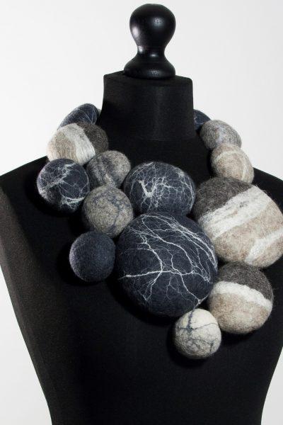 Extravagant stenencollier
