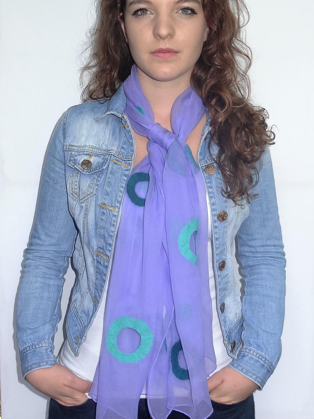 Casual chiffonzijden sjaal afgewerkt met vilt Charlotte Molenaar Art.toWear