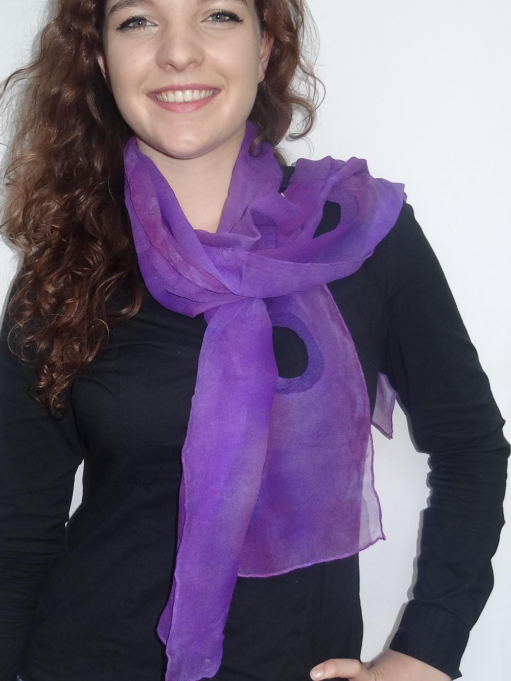 Luxe chiffonzijden sjaal afgewerkt met vilt paars Charlotte Molenaar Art.toWear