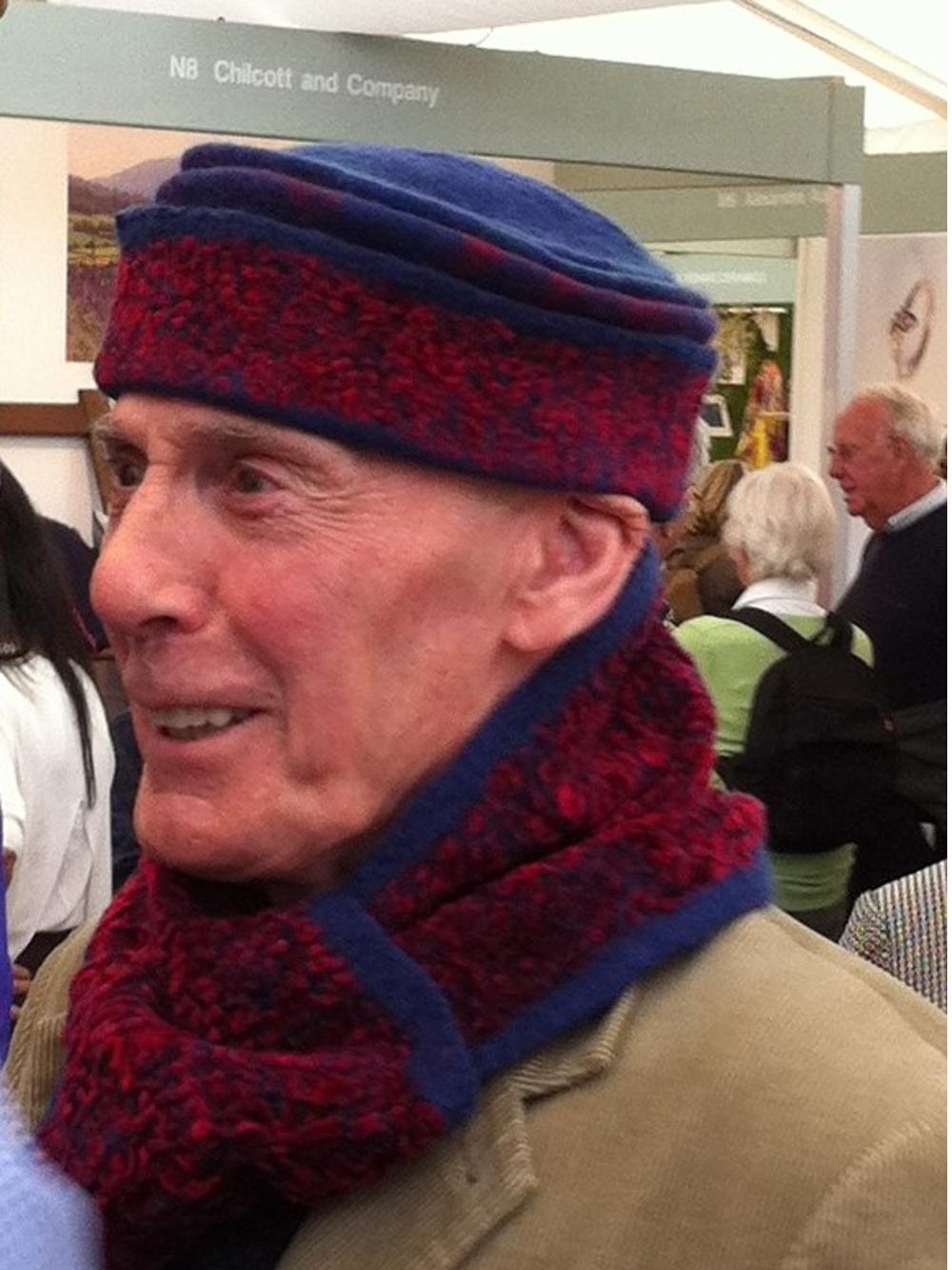 heren hoedje cap met bijpassende sjaal nuno vilt blauw rood Charlotte Molenaar Art.toWear