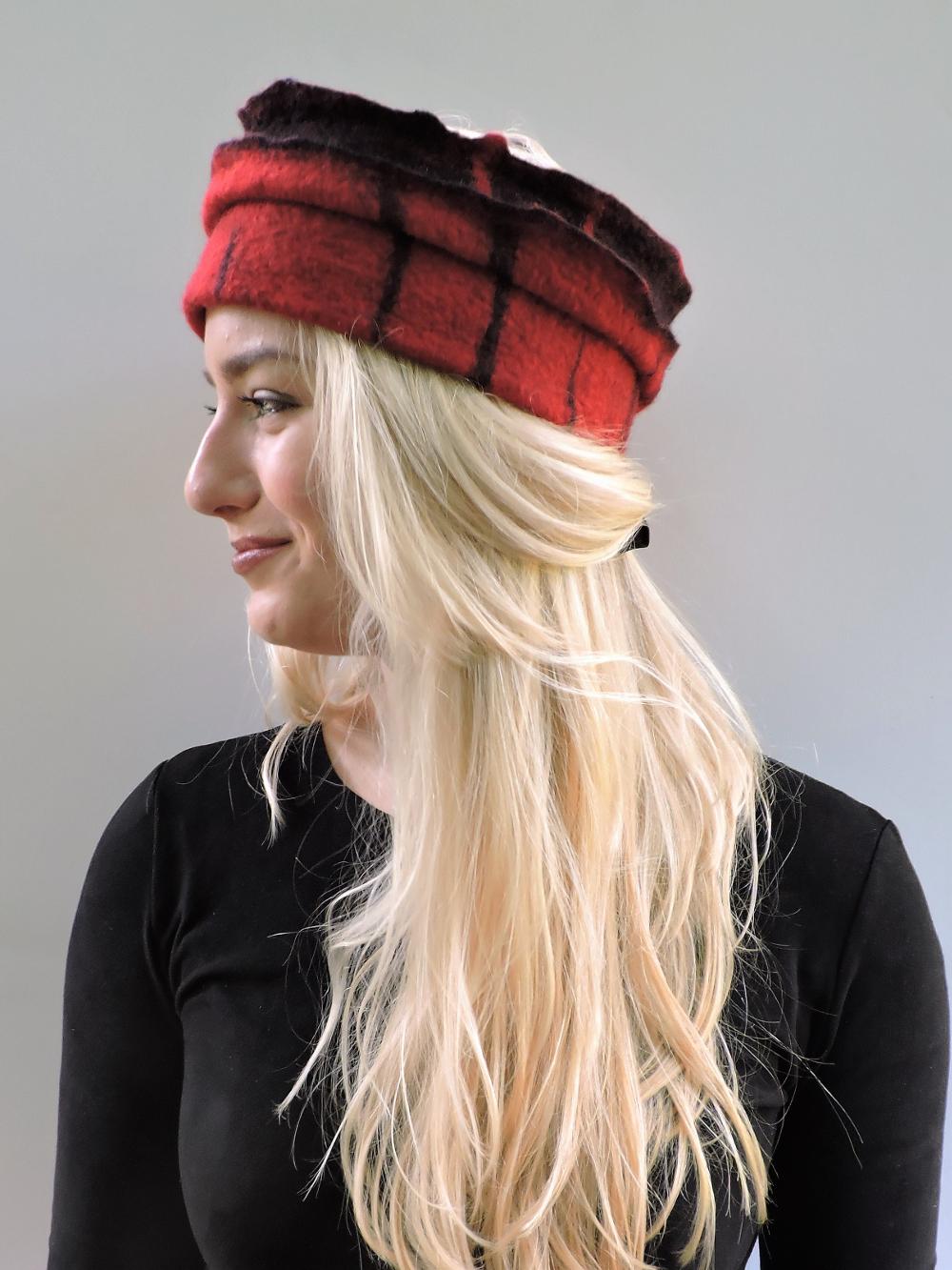 Handgevilte hoofdband van merinowol Charlotte Molenaar Art.toWear